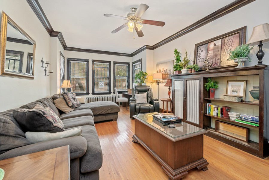 Real Estate Photography - 1151 West Waveland Ave, Chicago, IL, 60613 - Living Room