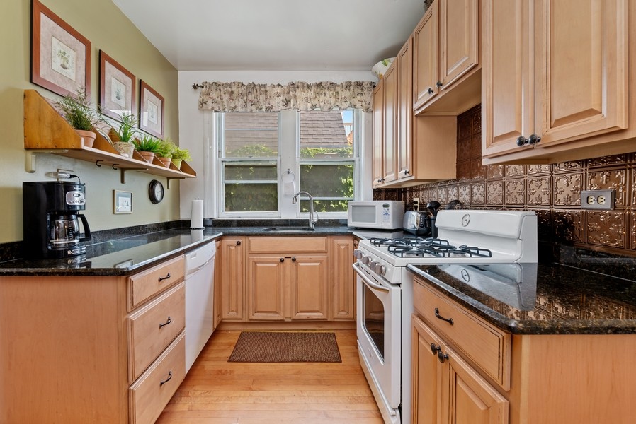 Real Estate Photography - 1151 West Waveland Ave, Chicago, IL, 60613 - Kitchen