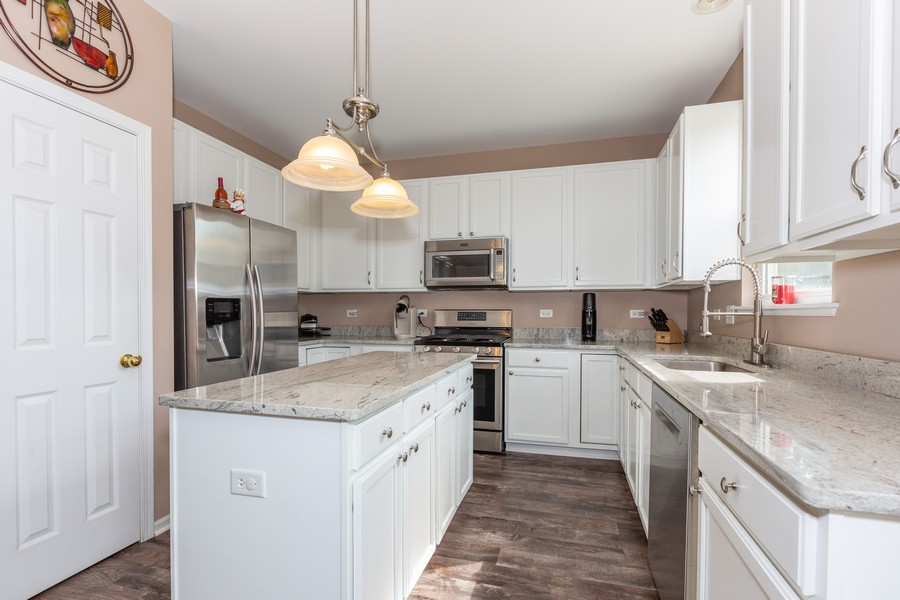 Real Estate Photography - 16511 Lanfear Dr, Lockport, IL, 60441 - Kitchen