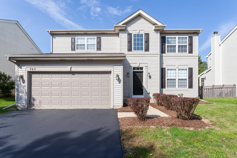 Real Estate Photography - 763 Sapphire Dr, Bolingbrook, IL, 60490 - Front View