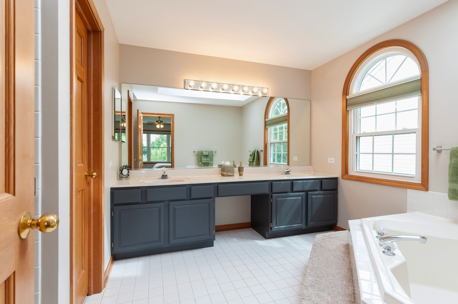 Real Estate Photography - 829 Tylerton Cir, Grayslake, IL, 60030 - Master Bathroom