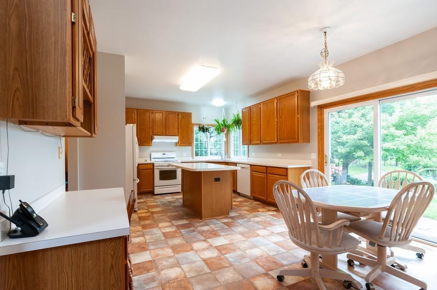 Real Estate Photography - 829 Tylerton Cir, Grayslake, IL, 60030 - Kitchen / Breakfast Room