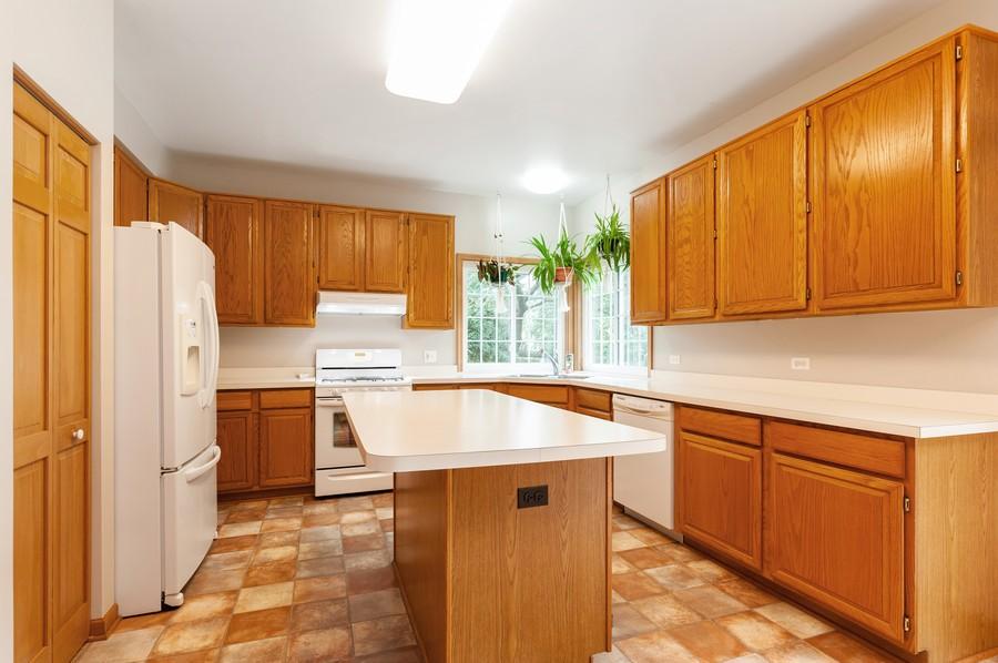 Real Estate Photography - 829 Tylerton Cir, Grayslake, IL, 60030 - Kitchen