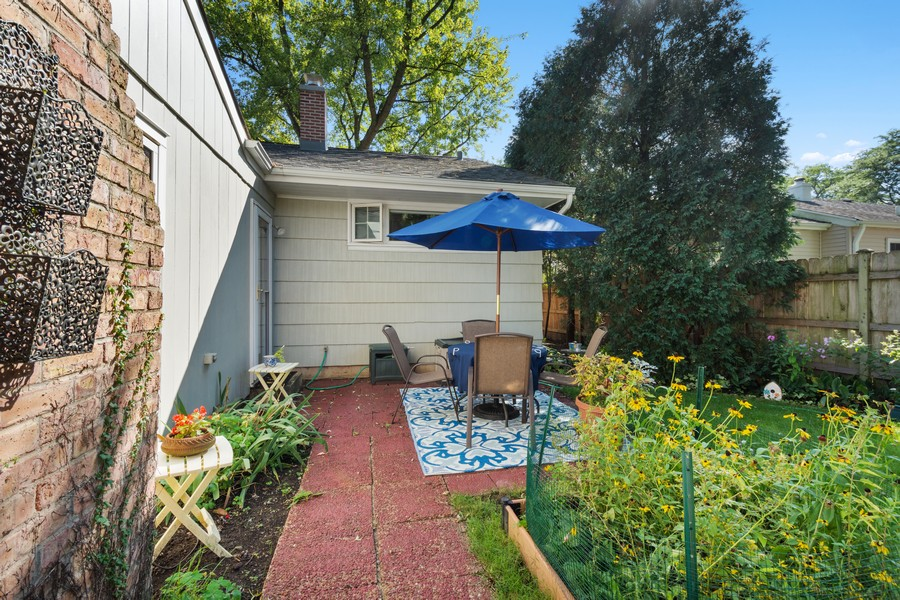 Real Estate Photography - 756 South Summit St, Barrington, IL, 60010 - Patio