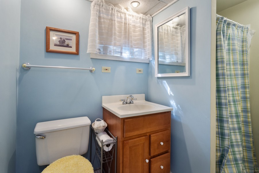 Real Estate Photography - 756 South Summit St, Barrington, IL, 60010 - 2nd Bathroom