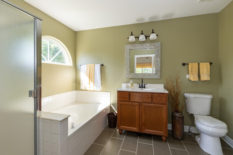 Real Estate Photography - 843 Newbury Ct, Grayslake, IL, 60030 - Master Bathroom