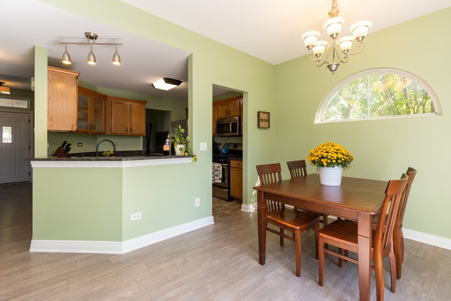 Real Estate Photography - 843 Newbury Ct, Grayslake, IL, 60030 - Kitchen / Breakfast Room