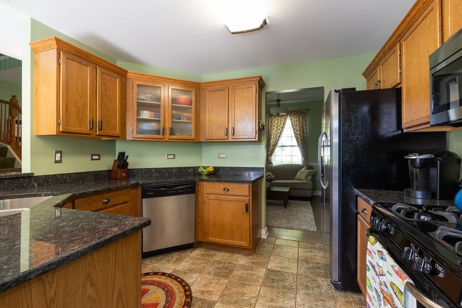 Real Estate Photography - 843 Newbury Ct, Grayslake, IL, 60030 - Kitchen