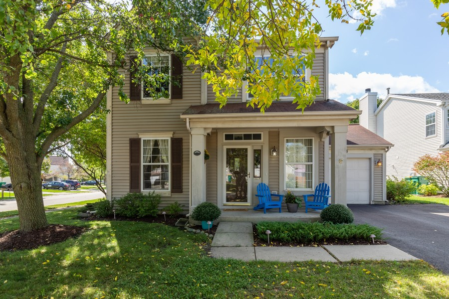 Real Estate Photography - 843 Newbury Ct, Grayslake, IL, 60030 - Front View