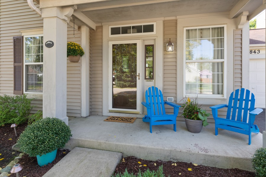 Real Estate Photography - 843 Newbury Ct, Grayslake, IL, 60030 - Porch