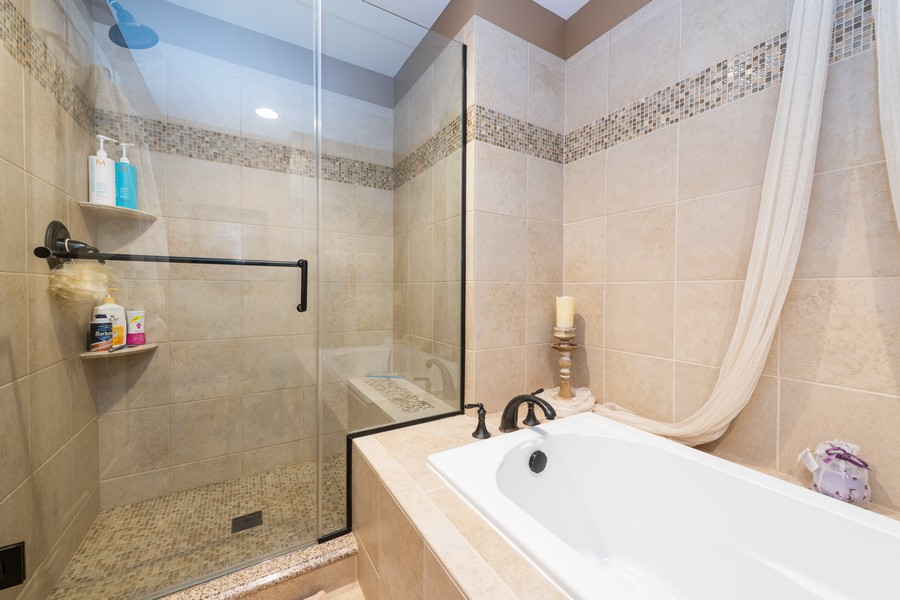 Real Estate Photography - 1219 Gulfstream Pkwy, Libertyville, IL, 60048 - Master Bathroom