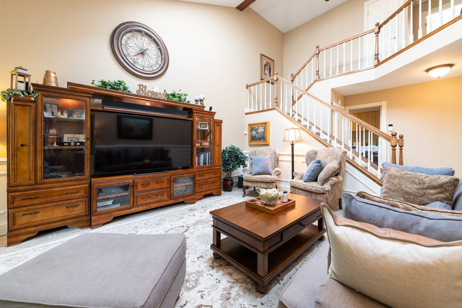 Real Estate Photography - 1219 Gulfstream Pkwy, Libertyville, IL, 60048 - Living Room
