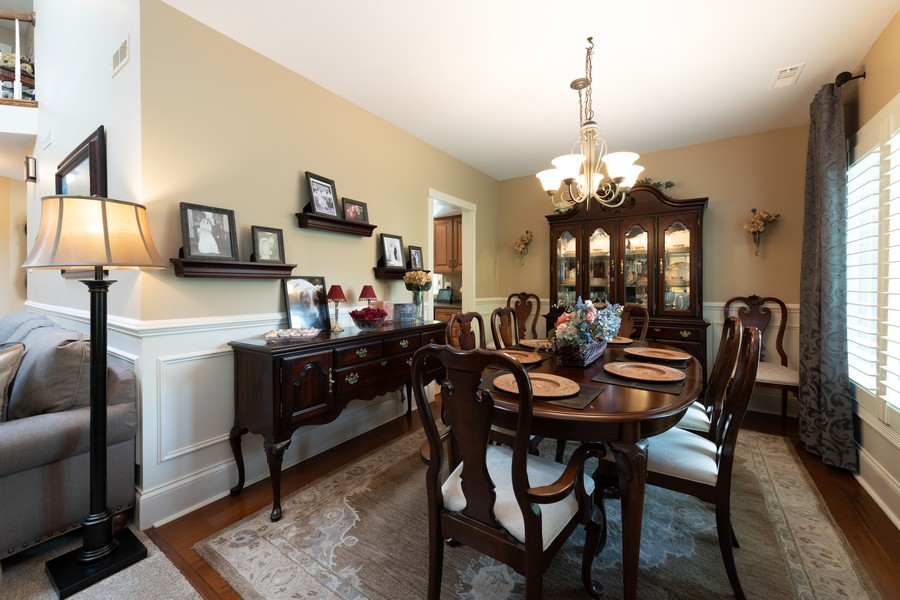Real Estate Photography - 1219 Gulfstream Pkwy, Libertyville, IL, 60048 - Dining Room