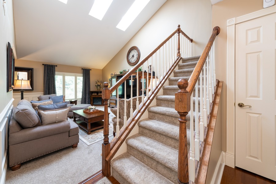 Real Estate Photography - 1219 Gulfstream Pkwy, Libertyville, IL, 60048 - Foyer