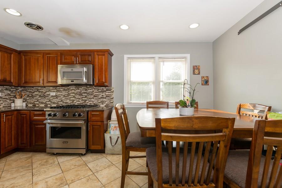 Real Estate Photography - 4347 West 108Th Pl, Oak Lawn, IL, 60453 - Kitchen