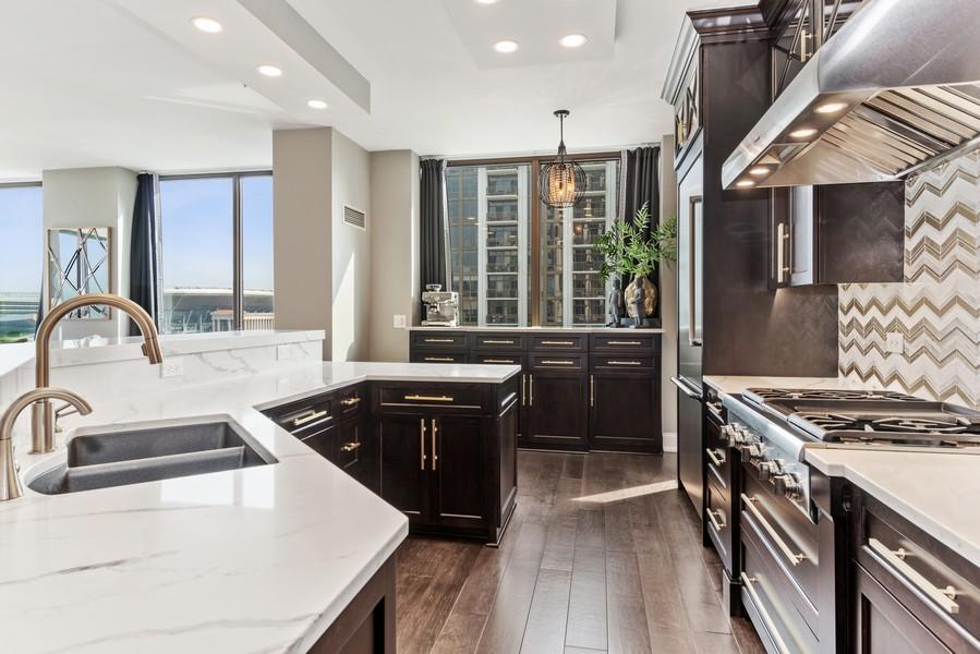 Real Estate Photography - 233 E 13th St, Unit 1006, Chicago, IL, 60605 - Kitchen