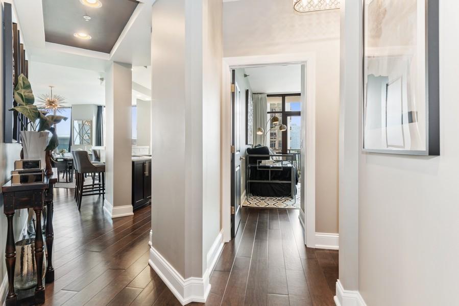 Real Estate Photography - 233 E 13th St, Unit 1006, Chicago, IL, 60605 - Foyer