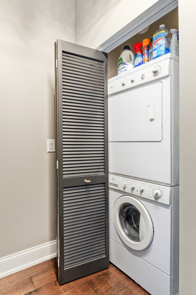 Real Estate Photography - 233 E 13th St, Unit 1006, Chicago, IL, 60605 - Laundry Room