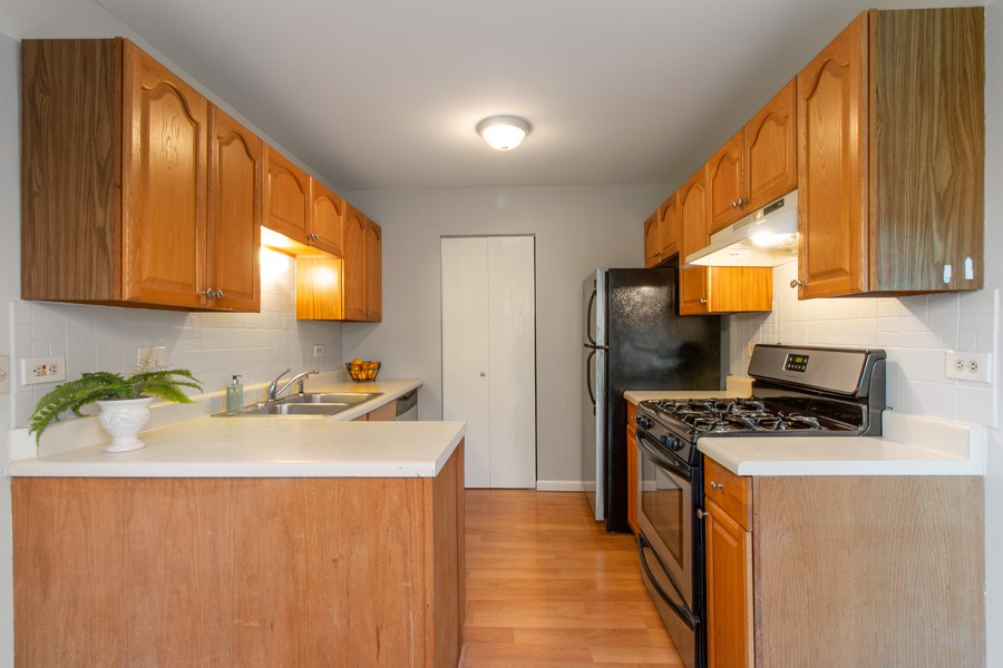 Real Estate Photography - 722 Deer Run Dr, Palatine, IL, 60067 - Kitchen
