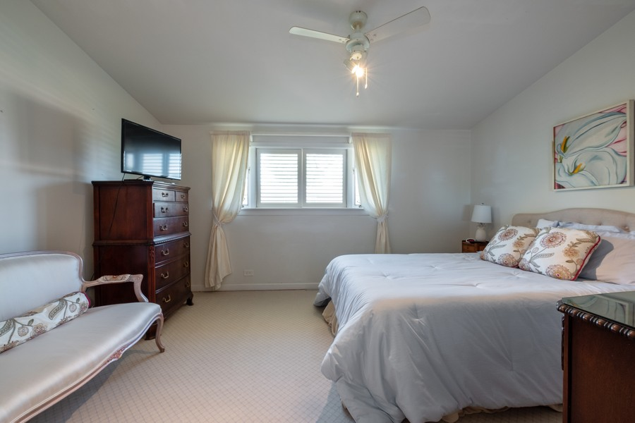 Real Estate Photography - 276 Crestwood, Northfield, IL, 60093 - Master Bedroom