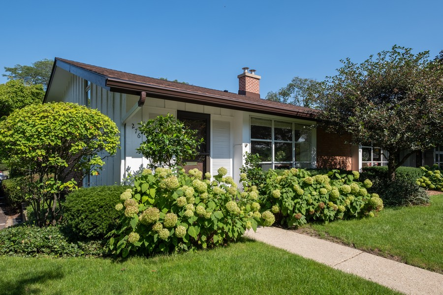 Real Estate Photography - 276 Crestwood, Northfield, IL, 60093 - Front View