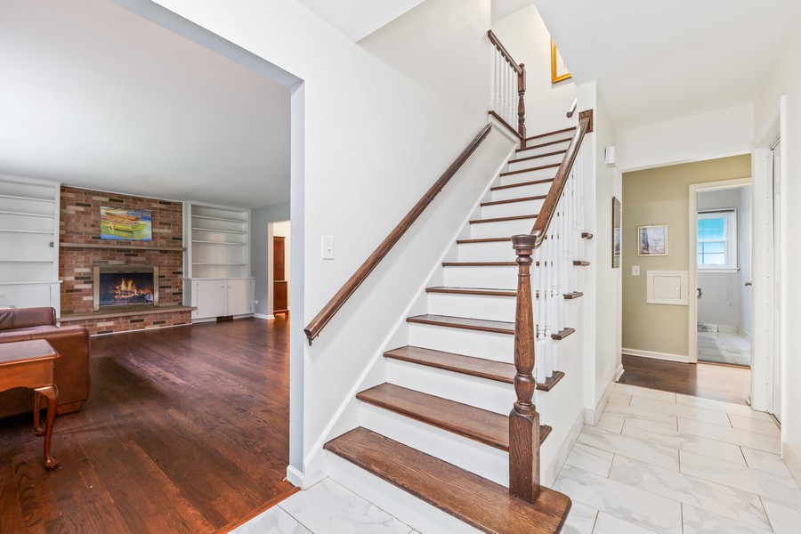 Real Estate Photography - 2S052 Big Horn Dr, Wheaton, IL, 60189 - Foyer