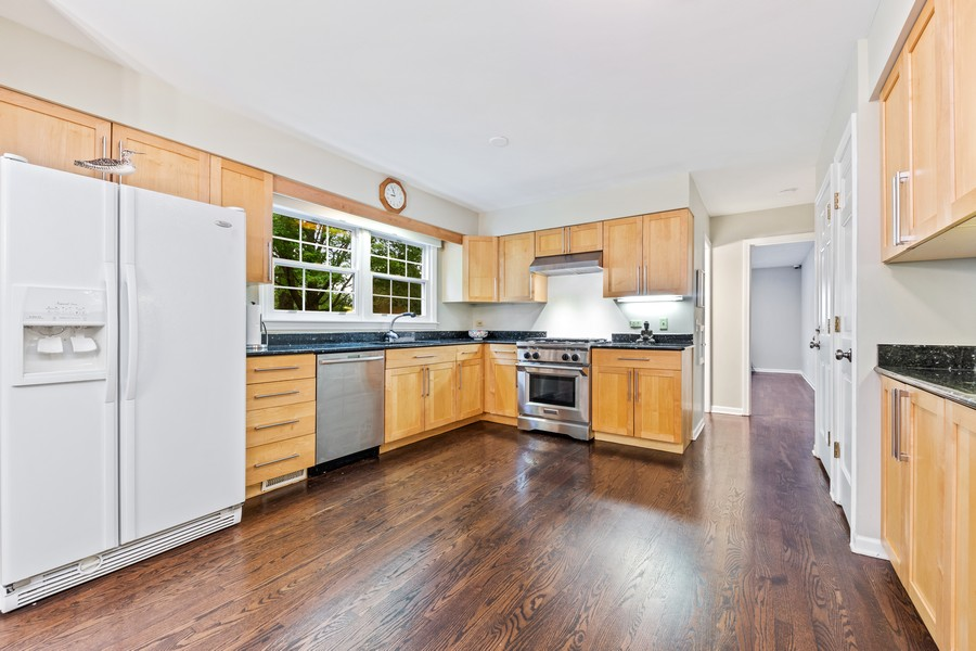 Real Estate Photography - 2S052 Big Horn Dr, Wheaton, IL, 60189 - Kitchen