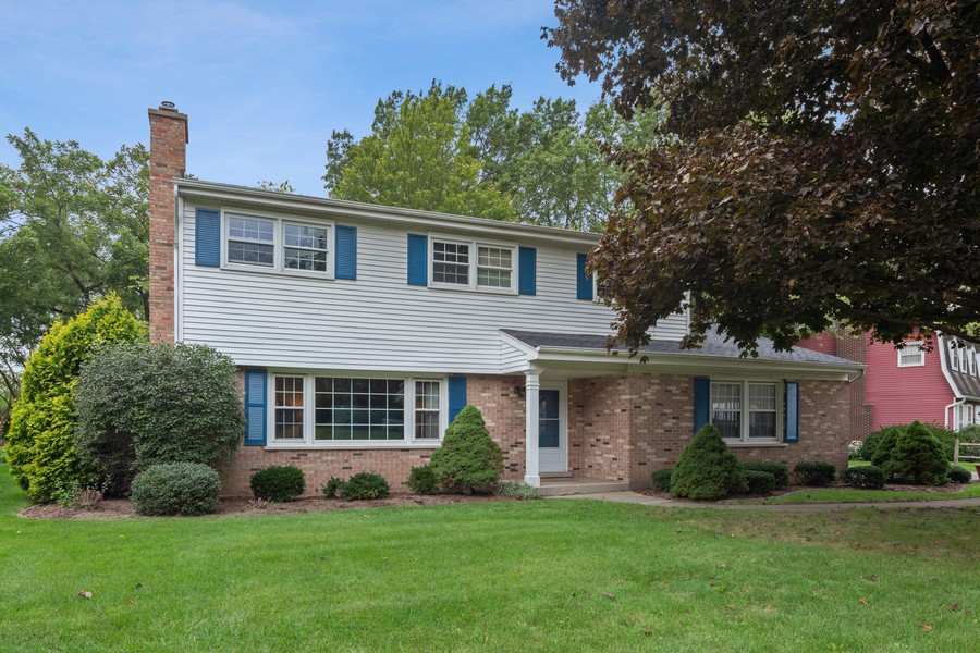 Real Estate Photography - 2S052 Big Horn Dr, Wheaton, IL, 60189 - Front View
