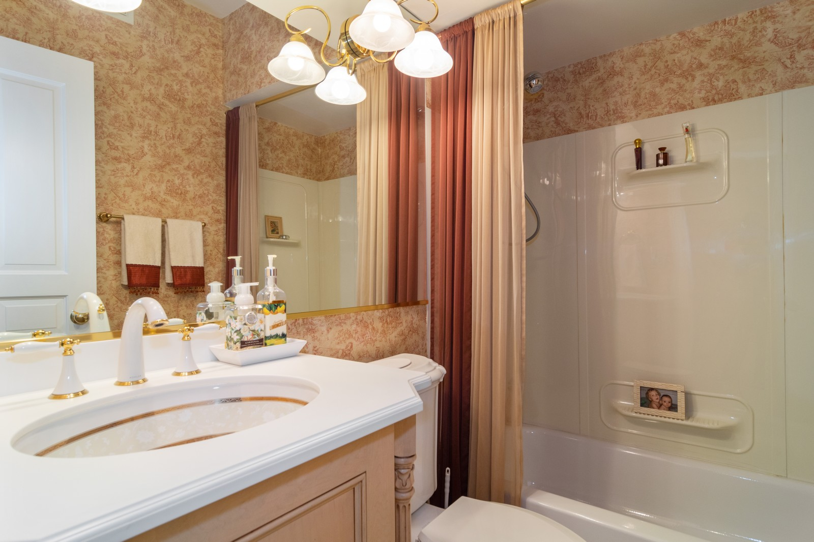 Real Estate Photography - 416 Chara Ct, Bartlett, IL, 60103 - 3rd Bathroom