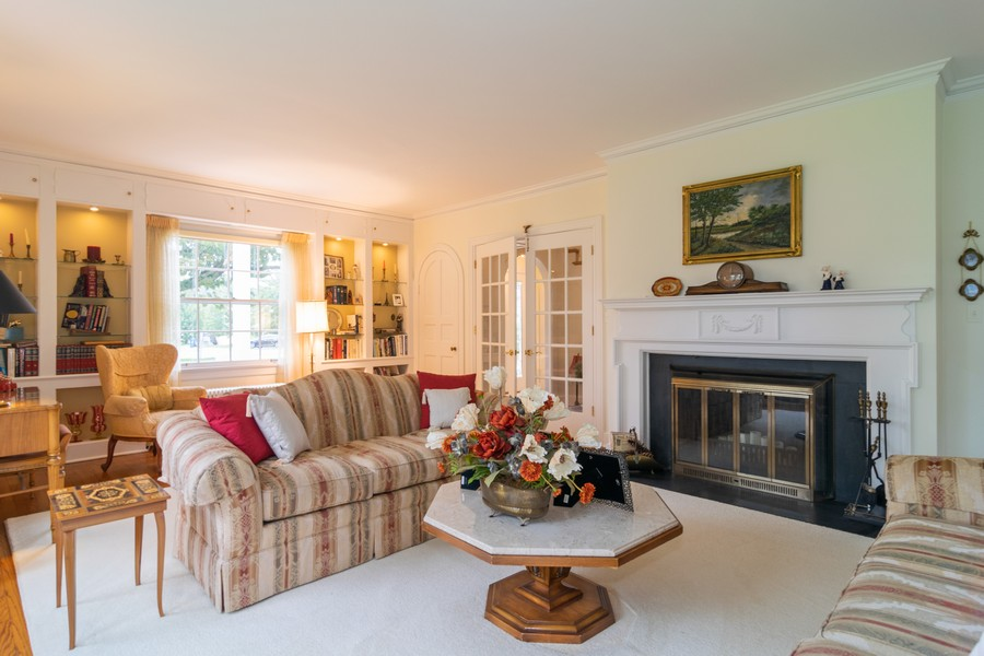 Real Estate Photography - 416 Chara Ct, Bartlett, IL, 60103 - Living Room