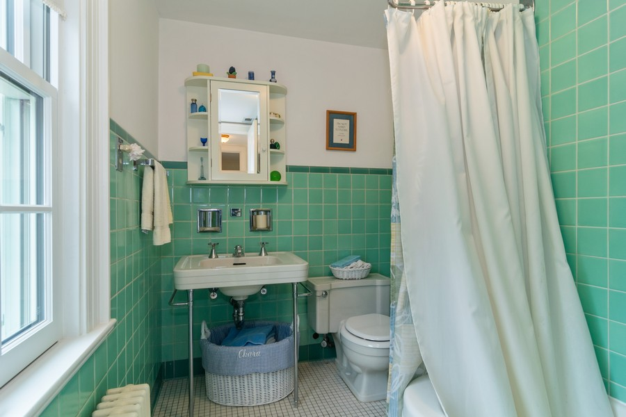 Real Estate Photography - 416 Chara Ct, Bartlett, IL, 60103 - Bathroom