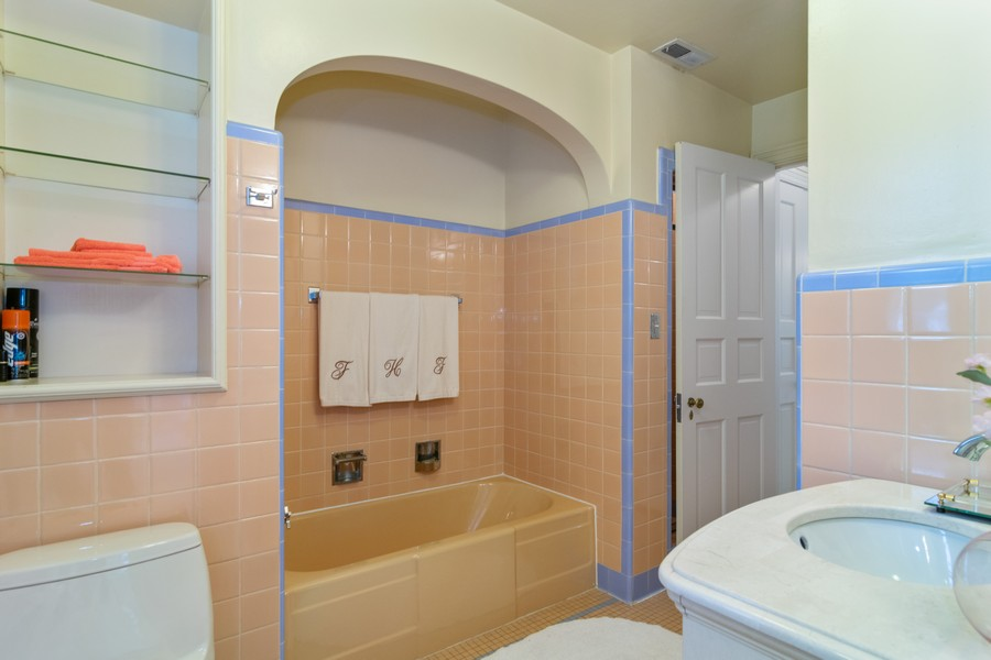 Real Estate Photography - 416 Chara Ct, Bartlett, IL, 60103 - 2nd Bathroom