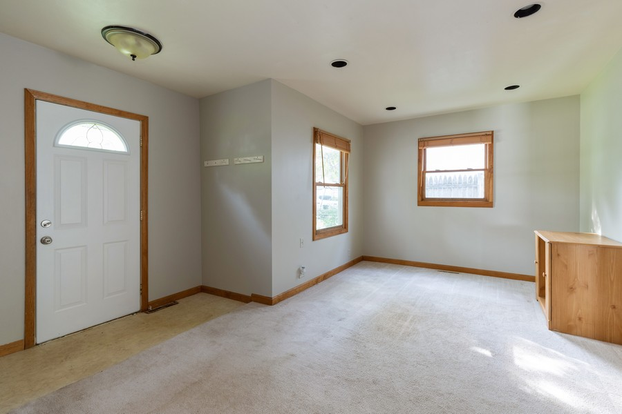 Real Estate Photography - 226 Kenwood Dr, Round Lake Park, IL, 60073 - Living Room