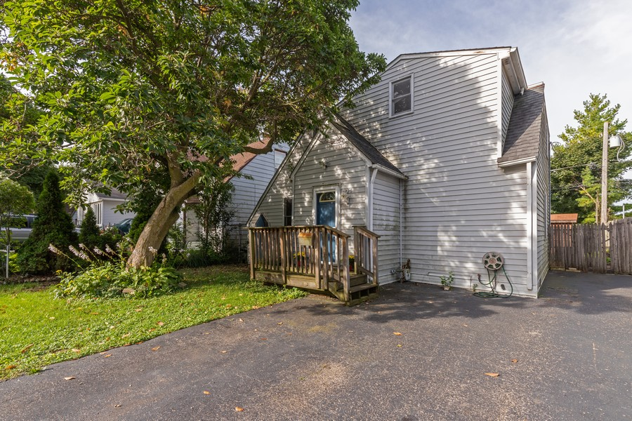 Real Estate Photography - 226 Kenwood Dr, Round Lake Park, IL, 60073 - Front View
