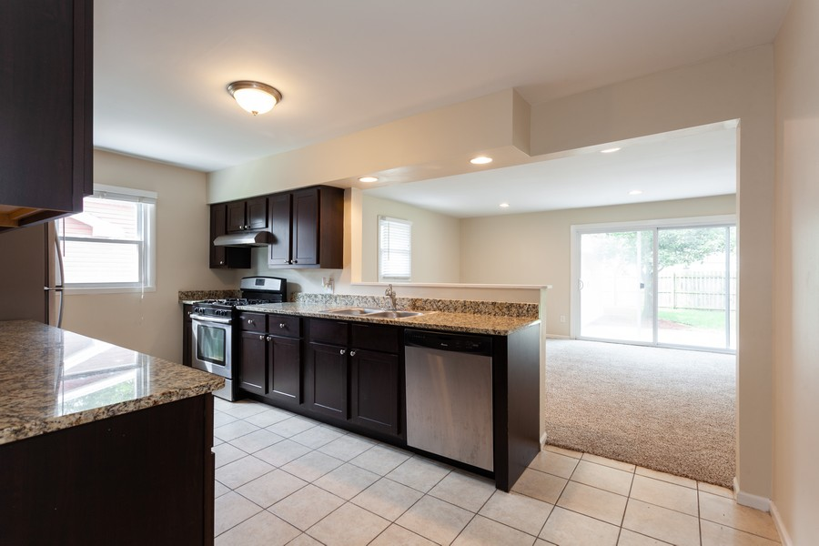 Real Estate Photography - 624 North Westlawn Ave, Aurora, IL, 60506 - Kitchen