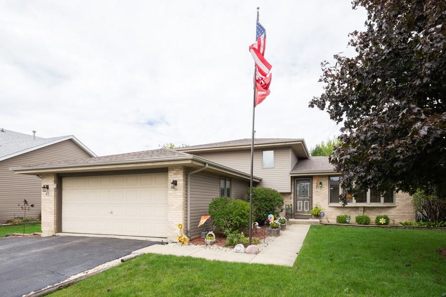 Real Estate Photography - 40 Ponderosa Dr, Romeoville, IL, 60446 - Front View