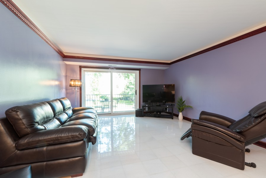 Real Estate Photography - 205 Ridge Rd, 204, Wilmette, IL, 60091 - Living Room