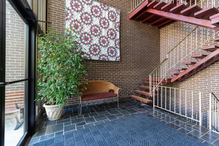 Real Estate Photography - 205 Ridge Rd, 204, Wilmette, IL, 60091 - Foyer