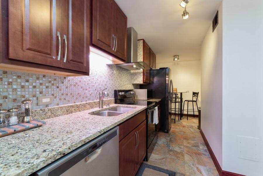 Real Estate Photography - 205 Ridge Rd, 204, Wilmette, IL, 60091 - Kitchen