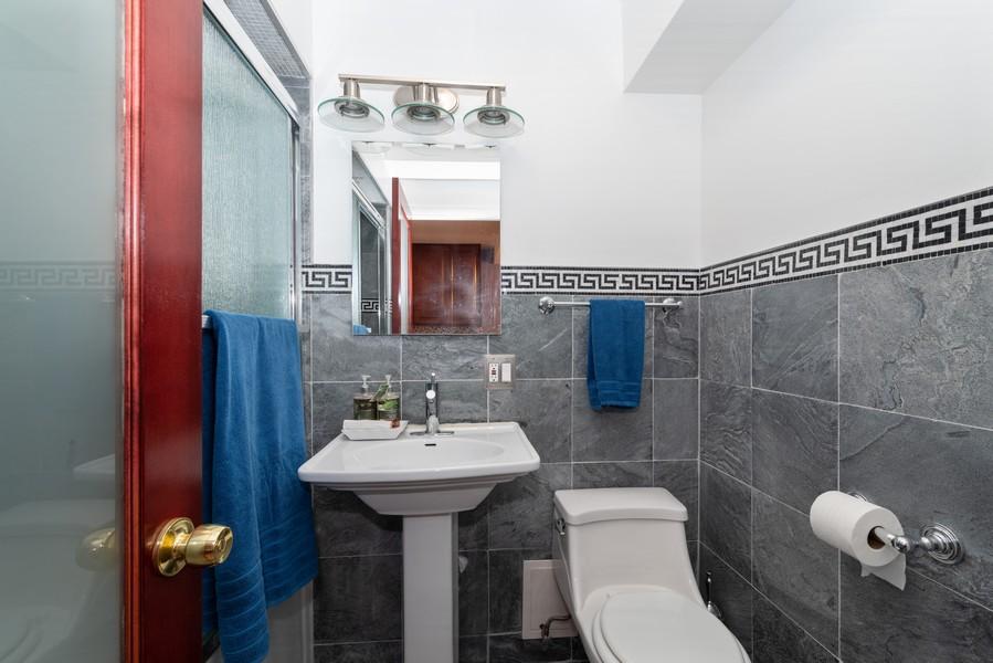 Real Estate Photography - 205 Ridge Rd, 204, Wilmette, IL, 60091 - Bathroom