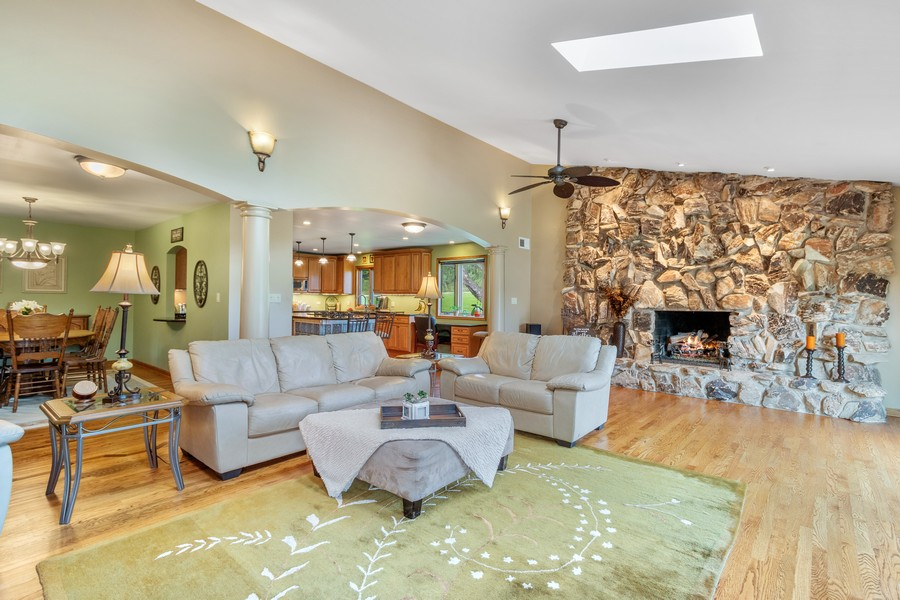 Real Estate Photography - 24650 West Middle Fork Rd, Barrington, IL, 60010 - Great room