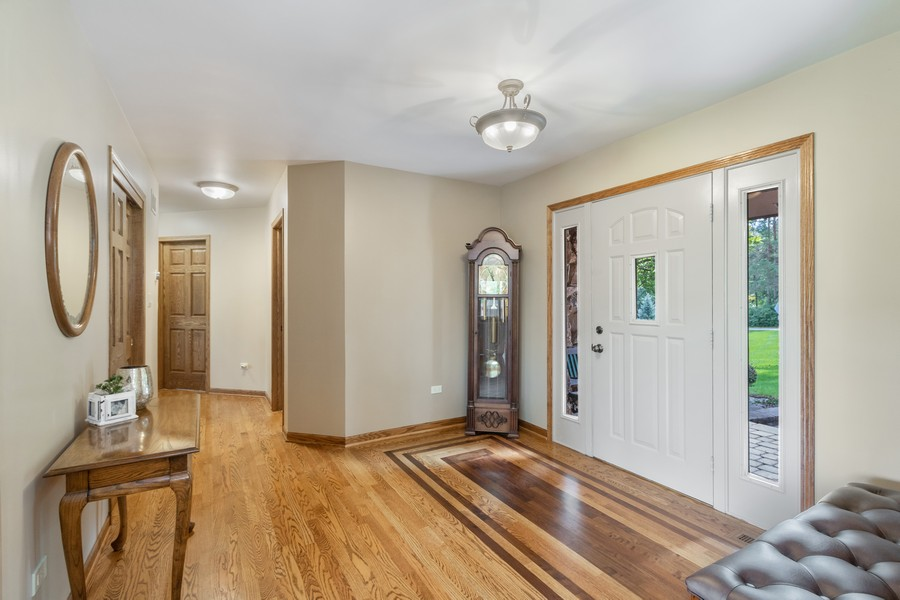 Real Estate Photography - 24650 West Middle Fork Rd, Barrington, IL, 60010 - Foyer