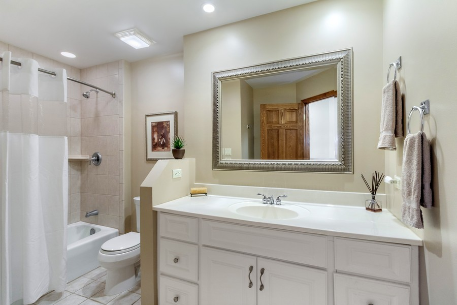 Real Estate Photography - 24650 West Middle Fork Rd, Barrington, IL, 60010 - 2nd Bathroom