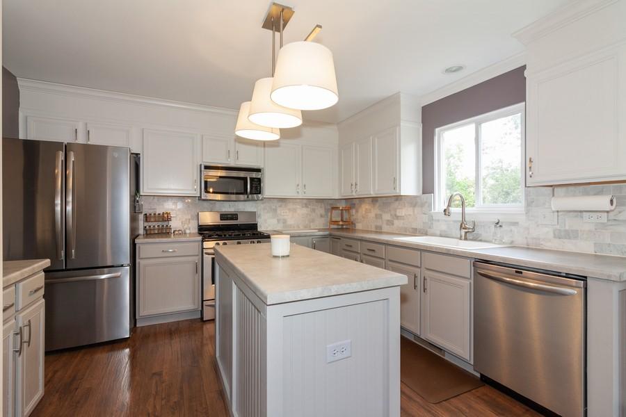 Real Estate Photography - 669 Blackhawk Ln, Bolingbrook, IL, 60440 - Kitchen
