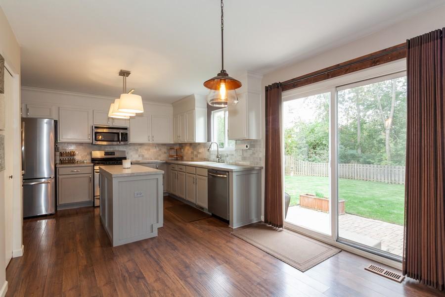 Real Estate Photography - 669 Blackhawk Ln, Bolingbrook, IL, 60440 - Kitchen / Breakfast Room
