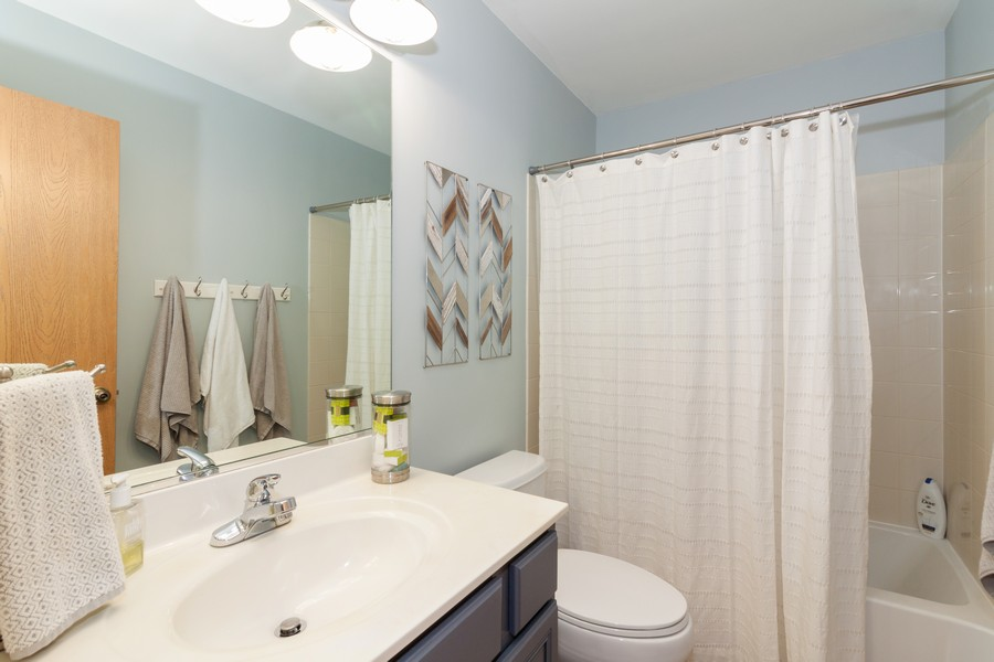 Real Estate Photography - 669 Blackhawk Ln, Bolingbrook, IL, 60440 - 2nd Bathroom