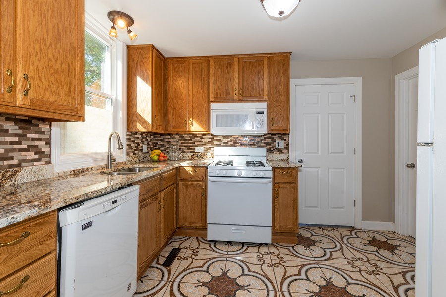 Real Estate Photography - 15724 Lathrop Ave, Harvey, IL, 60426 - Kitchen