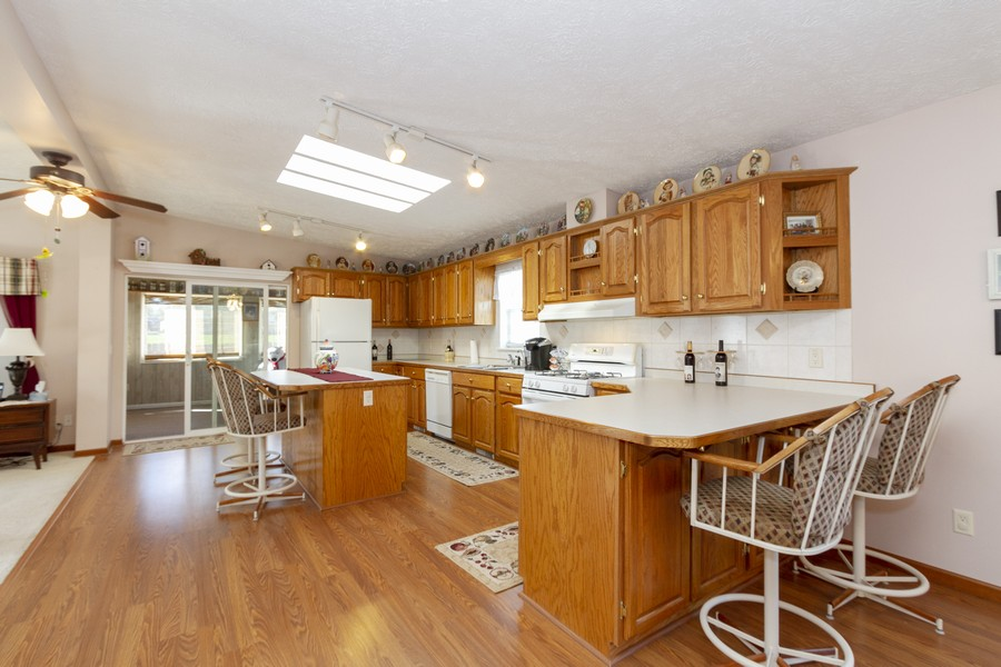 Real Estate Photography - 5127 Lucille Dr, Monee, IL, 60449 - Kitchen