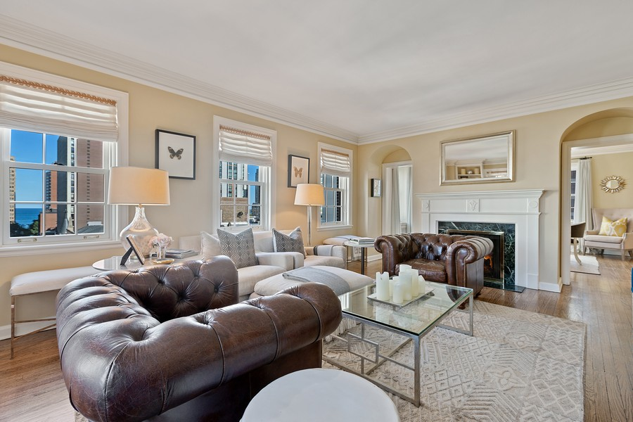 Real Estate Photography - 1366 North Dearborn St, 9A, Chicago, IL, 60610 - Living Room