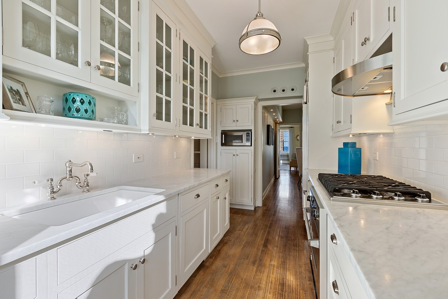 Real Estate Photography - 1366 North Dearborn St, 9A, Chicago, IL, 60610 - Kitchen